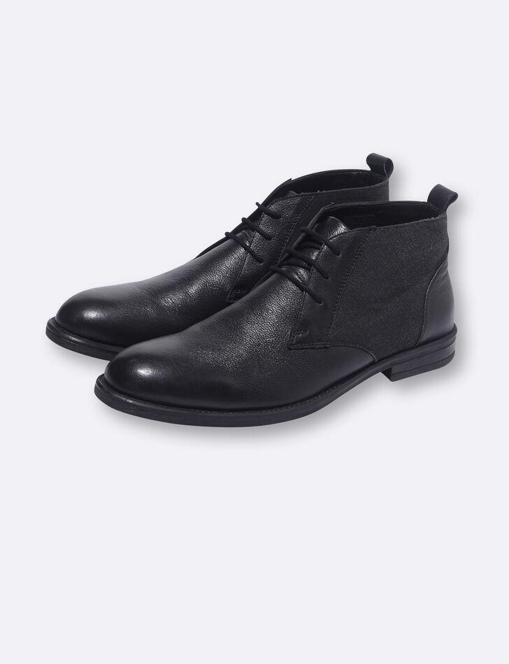 Chaussures hommemontantes à lacets