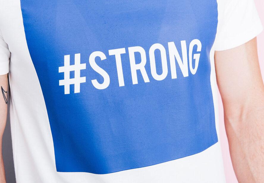 """T-shirt col rond imprimé """"#Strong"""""""
