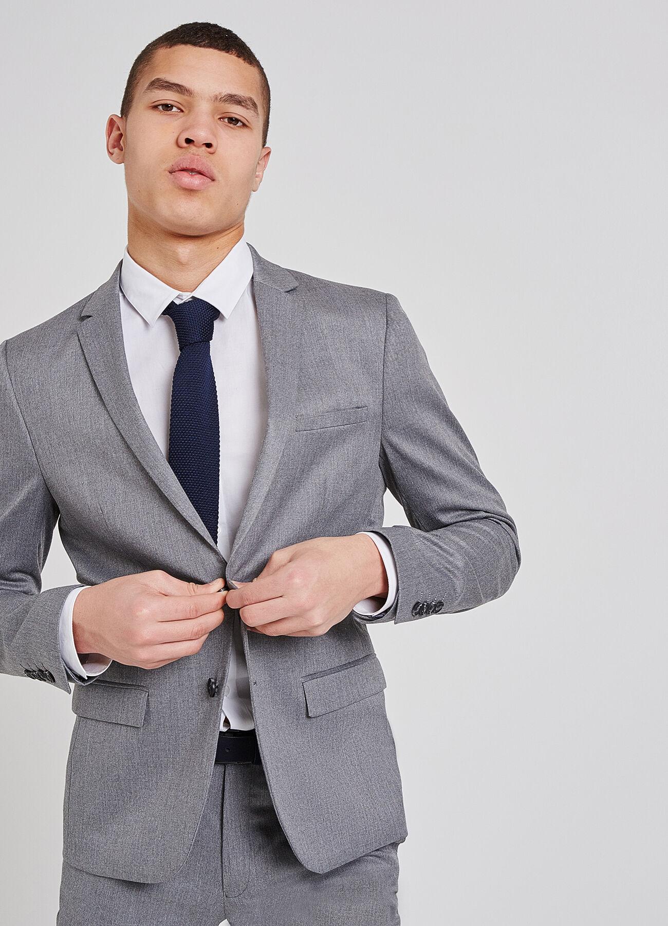pantalon beige chemise bleu fashion designs. Black Bedroom Furniture Sets. Home Design Ideas