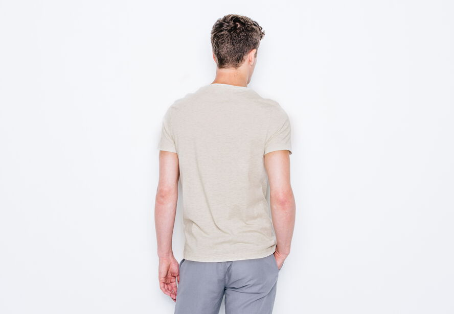 T-shirt col rond To travel is to live