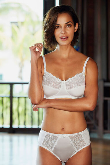 Swirl Embroidered Trim Non Wired Bra