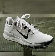 Nike Golf présente la nouvelle chaussure de golf 2013 de Tiger Woods - Vidéo