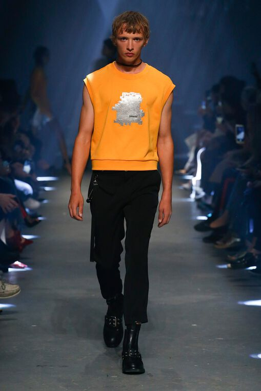 LOOK 32 Fashion Show Spring Summer