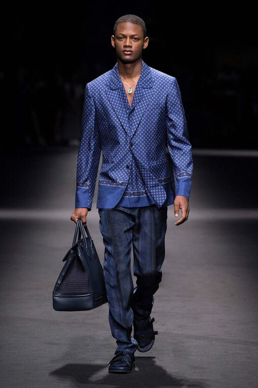 LOOK 24 Fashion Show Spring Summer