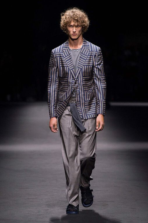 LOOK 34 Fashion Show Spring Summer