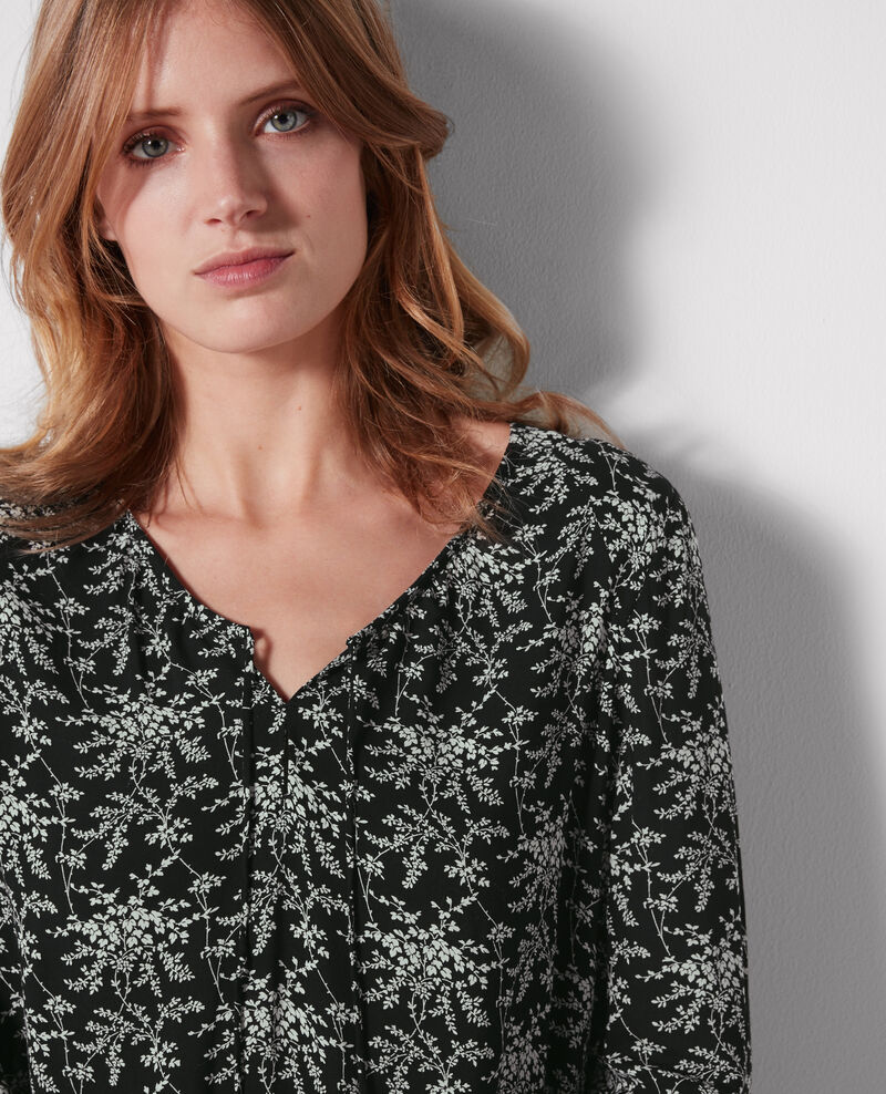 Print blouse with frill Romantic garden black Chou
