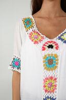 Tuniek met gekleurd knoopwerk, Wit