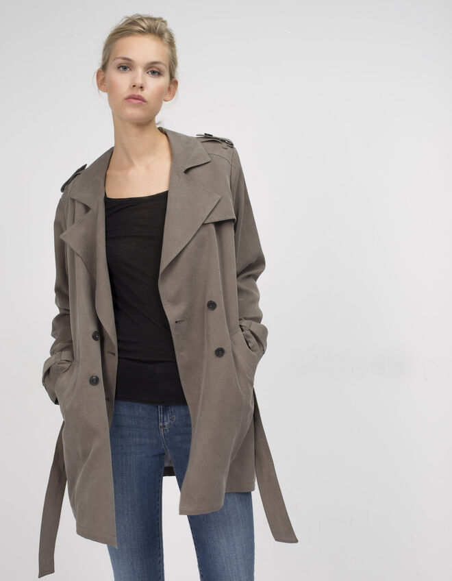 Trench corto fluido mujer