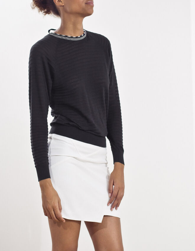 Pullover with V-neck back