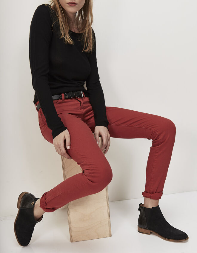 Slim-fit red jeans