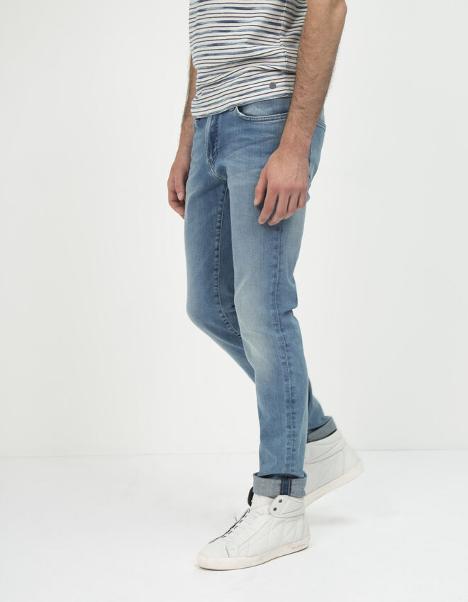 Men's slim-fit blue jeans