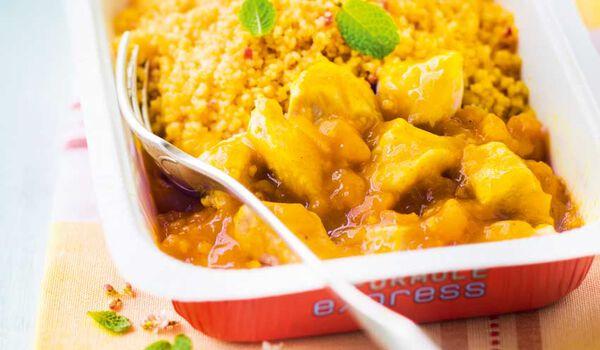 Tajine de poulet aux abricots, semoule aux épices