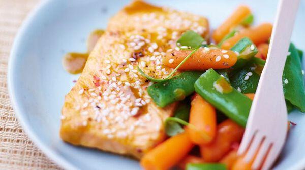 Saumon mariné au jus d'orange et petits légumes