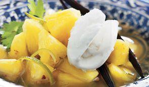 Nage d'ananas à la coriandre et citron vert, sorbet noix de coco