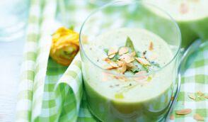 Velouté glacé d'asperges au lait d'amandes et amandes grillées