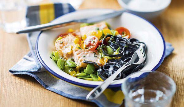 Saumon tagliatelles l 39 encre de seiche sauce ricotta for Plats cuisines picard