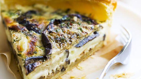 Tarte feuilletée aux aubergines grillées et cabécous