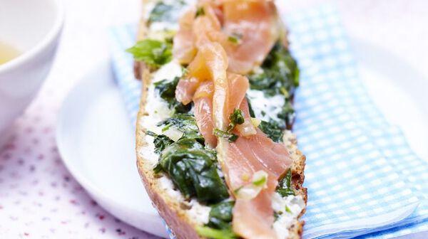 Tartines d'épinards et saumon mariné à l'échalote, zestes de citron