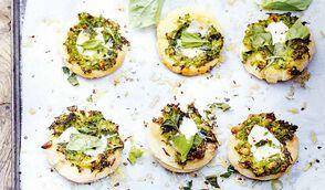 Pizzette agli asparagi, mozzarella e parmigiano - Petites pizzas aux asperges, mozzarella et parmesan