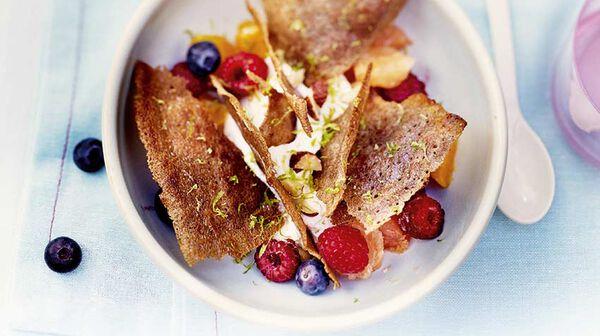 Crêpe croustillante au blé noir, agrumes - fruits rouges