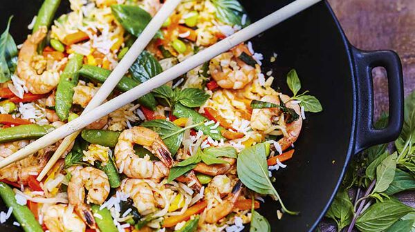 Recette riz saut aux l gumes crevettes et basilic tha - Recette cuisine thailandaise traditionnelle ...