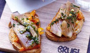 Tartines de thon mariné aux fines herbes, potage de carottes thaï