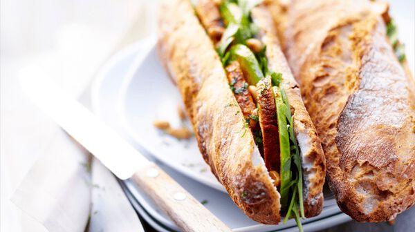 Sandwich poulet au tandoori, roquette et avocat
