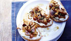 Tartine de champignons cuisinés, chèvre, miel et noix