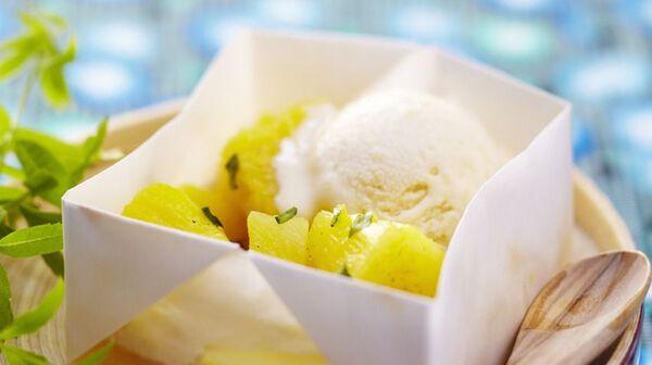 Papillote d'ananas au basilic et sorbet citron
