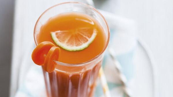 Jus de légumes detox, carotte, fenouil, citron vert