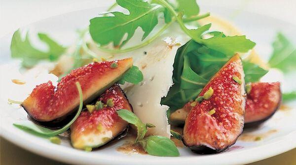 Salade de roquette aux figues et fromage de brebis