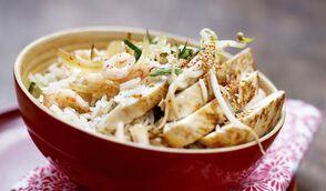 Riz sauté au poulet et crevettes