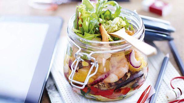 Salad jar de crevettes marinées et légumes grillés