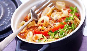 Cocotte de calmar aux tomates, poivrons et aromates