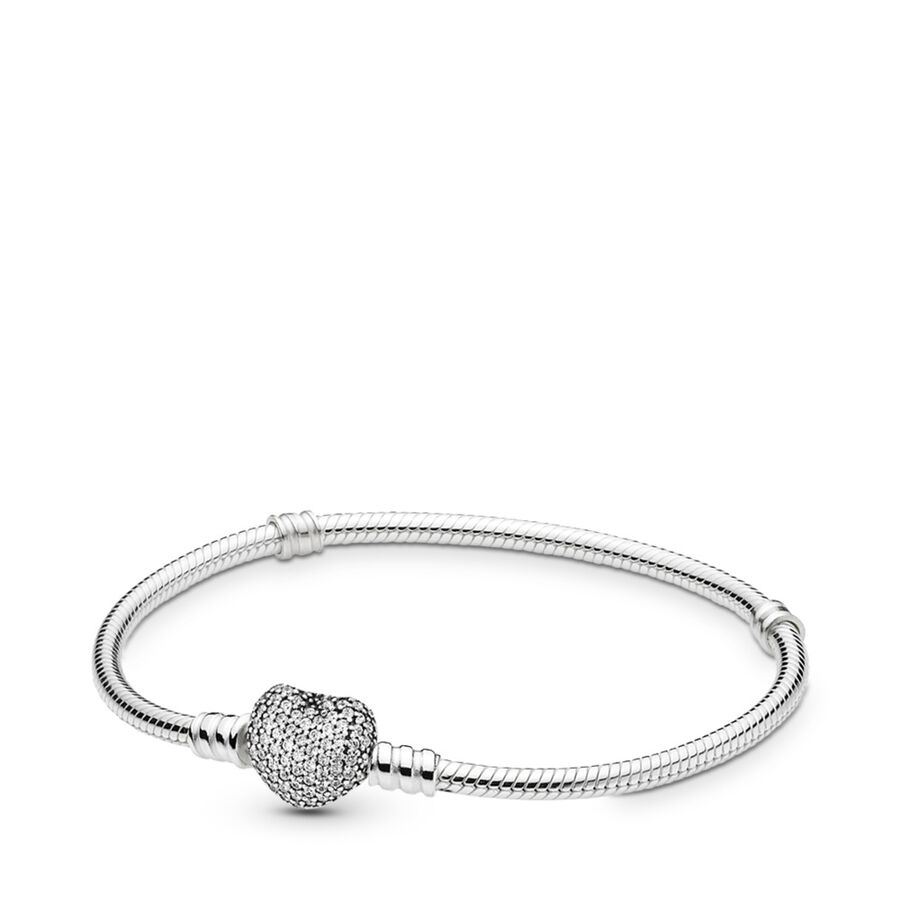 Artikel klicken und genauer betrachten! - Pandora Armbänder 590727CZ-20 - Das klassische Charm-Armband von PANDORA ist jetzt mit einem hübschen, herzförmigen und mit funkelnden Schmucksteinen verzierten Verschluss erhältlich. Dieses Armband ist der perfekte Träger für eine Kollektion romantischer Charms – jede Frau wird es garantiert hoch schätzen. - 590727CZ-20 Pandora Armbänder | im Online Shop kaufen