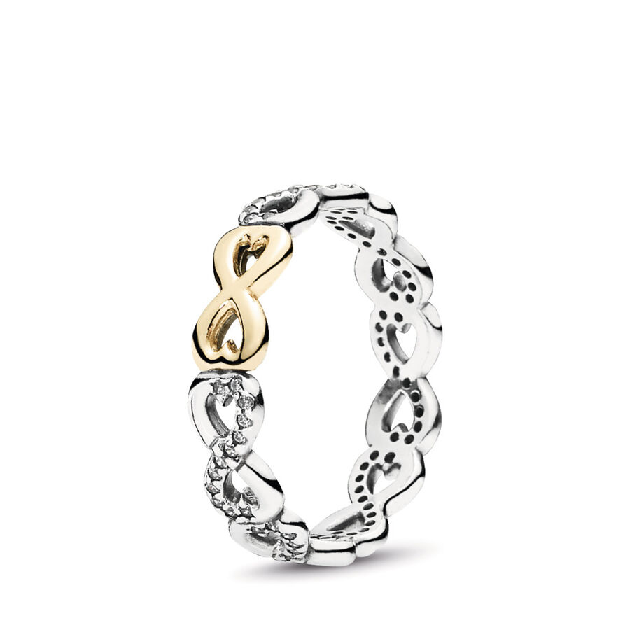 Artikel klicken und genauer betrachten! - Pandora Ringe 190948CZ-50 - Der wunderschöne Verbundene Unendlichkeit Ring besteht aus Sterling-Silber und einem edlen Kreis funkelnder Unendlichkeitssymbole, besetzt mit 78 klaren Mikro-Cubic Zirkonia, wobei ein Zeichen in luxuriösem 14-K-Gold besonders hervorgehoben ist. Das Zeichen für Unendlichkeit ist ein klassisches Symbol für Zuneigung und perfekt geeignet, um die starke, innige Verbindung zwischen zwei Menschen zu feiern. - 190948CZ-50 Pandora Ringe   im Online Shop kaufen