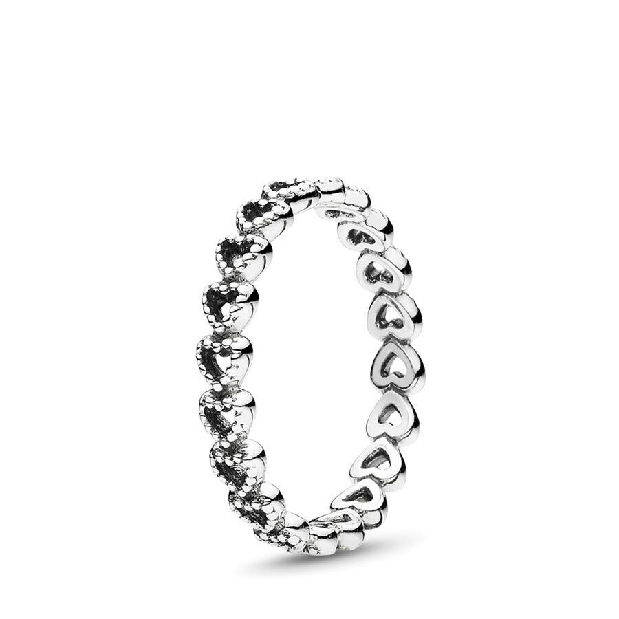 Artikel klicken und genauer betrachten! - Pandora Ringe 190980-50 - Schlicht und trotzdem elegant – dieser Ring aus Sterling-Silber setzt sich aus vielen aneinander gereihten Herzen zusammen. Mit perlenschnurförmigen Details und bedeutungsvollem Design ist er eine schicke Ergänzung für jedes Ring-Arrangement. - 190980-50 Pandora Ringe | im Online Shop kaufen