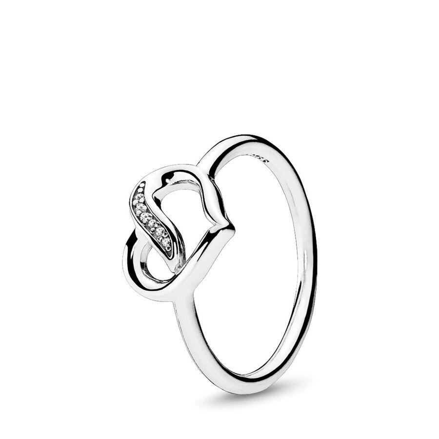 Artikel klicken und genauer betrachten! - Pandora Ringe 191022CZ-58 - Mit seiner klassischen Herzform und stilvollen Schleifen-Details symbolisiert dieser schimmernde Ring aus Sterling-Silber das Band der Liebe und der Zuneigung, das zwei Menschen miteinander verbindet. Das elegante und zeitlose Design macht den Ring zu einem wunderschönen Geschenk für romantische Anlässe. - 191022CZ-58 Pandora Ringe   im Online Shop kaufen