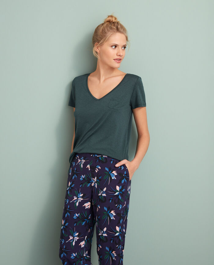 Short-sleeved top with v-neck Story green Latte