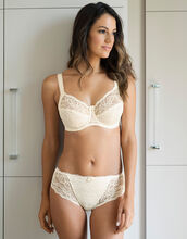Jacqueline Lace Side Support Full Cup Bra