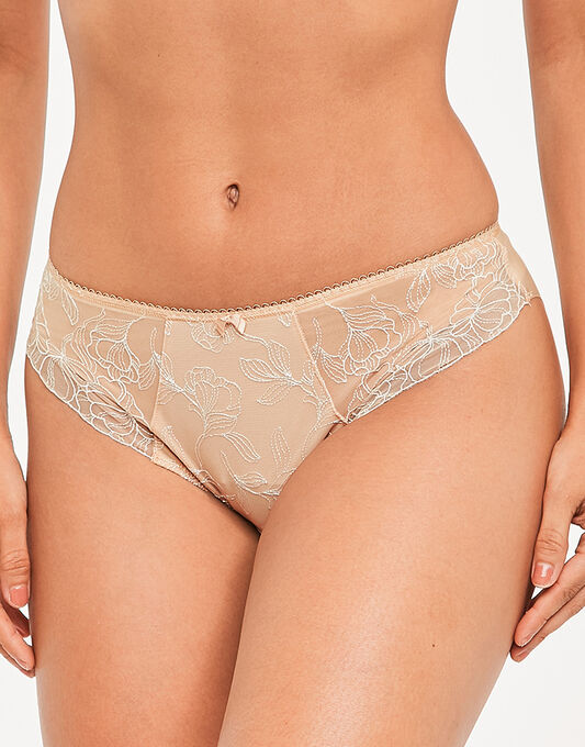 Estelle Brief