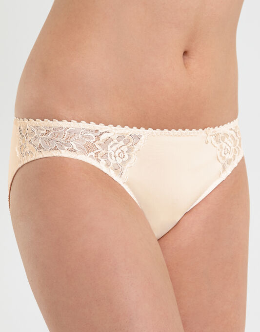 Anita Aurelia Brief