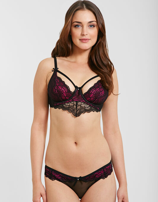 Pour Moi? Obsession Brief