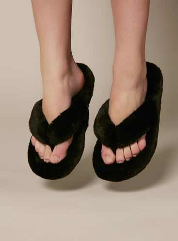 Plush flip flop slippers