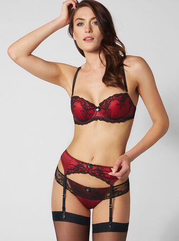 Fearne suspender belt