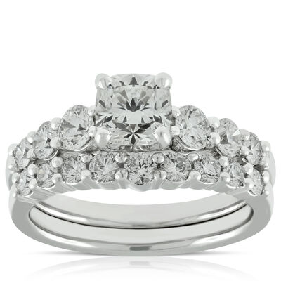 signature forevermark black label cushion cut bridal set 18k - Vintage Style Wedding Rings