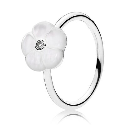 PANDORA Luminous Floral Ring
