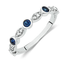 Ring with Sapphire and Diamonds in 10ct White Gold