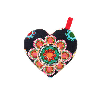 Gipsy Flower quilted heart-shaped pot holder