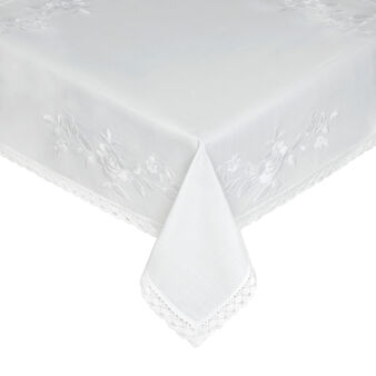 Table mat with embroidery and lace
